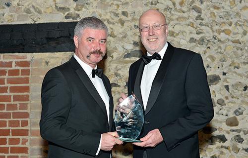 noel-wins-award-chamber-commerce-2014